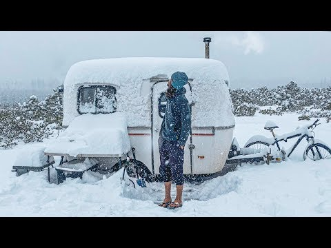 OFF-GRID BLIZZARD // 13ft Scamp Trailer