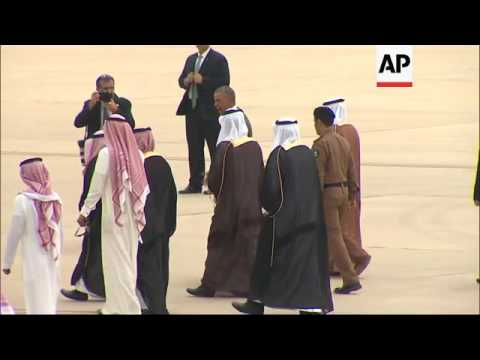 Obama Lands in Riyadh for Talks With Gulf Allies