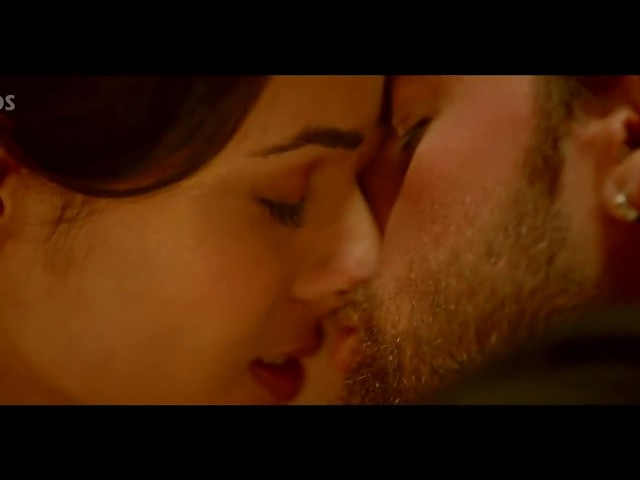 Sonal Chauhan hottest liplock ever seen || Very hot kiss of sonal chauhan dont miss it