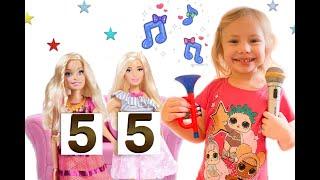 Видео для детей: Ника выступает на шоу талантов, поет и танцует