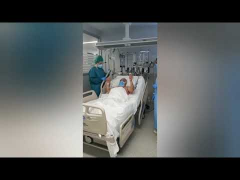 Aplausos en el Hula para otro paciente dado de alta en la Uci