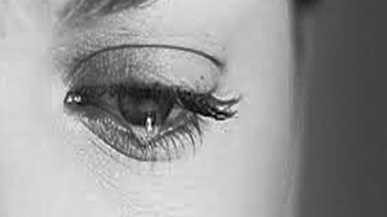 Гифка грустные глаза идет