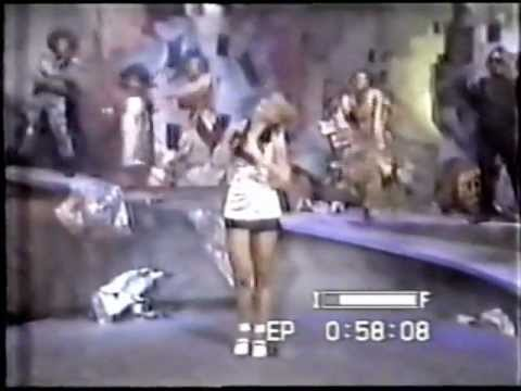 """Milk Shake (1991) - Angélica canta """"Amor amor"""" e """"Ei Manhê"""""""