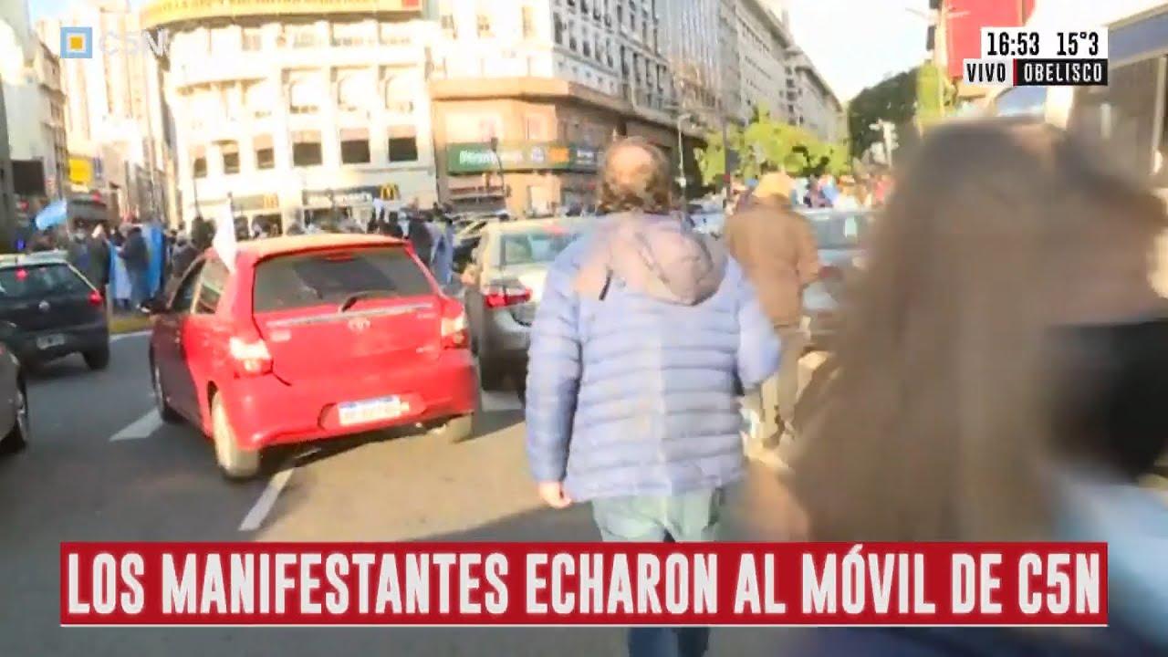 MANIFESTANTES AGREDIERON EL MÓVIL DE C5N EN EL OBELISCO