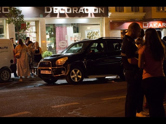 Vídeo: Un coche colisiona con otro parado ante el semáforo de Ejido Plaza de Toros