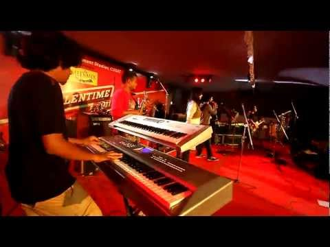 VIDWAN BAND ,THEEYE THEEYE, LIVE AT CUSAT, TALENTIME 2011 ( watch in HD )