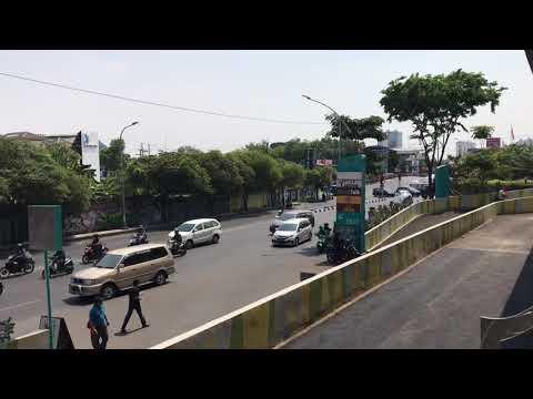 Siang Hari Yang Panas Di Kota Surabaya