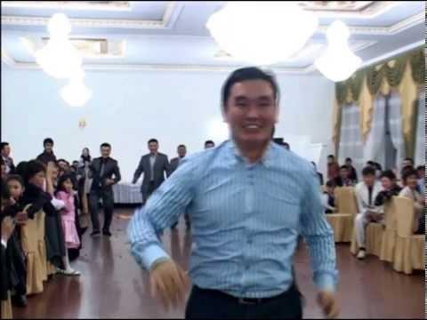 казахская свадьба прикольный танец лицом:))