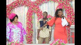 Rose Muhando  alivyoimba wimbo uliogusa wengi wa Asante Yesu mbele ya Bishop Dr. Gertrude Rwakatare