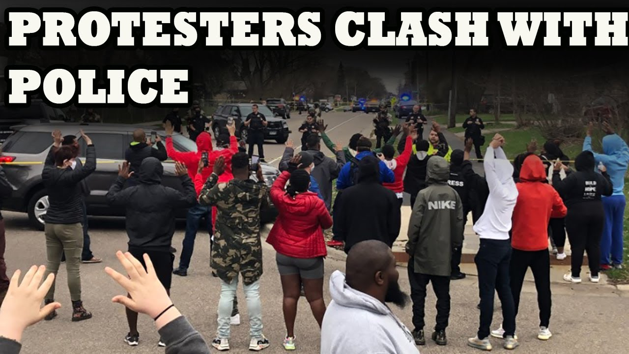 Protesters Clash With Police In Brooklyn Center After Deadly Officer ...