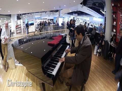 Downtown Montreal Piano Player AMAZES the public at Indigo Bookstore