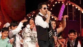 Gambar cover Mika Singh's 'Subah Hone Na De' at New Years Bash Performance