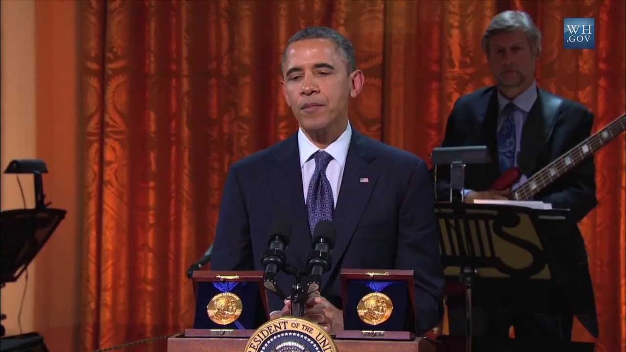 president obama awards the gershwin prize to burt bacharach and