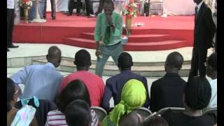 Video REV MAKOSSO PRESENTE REV DIEUNEDORT KAMDEM SEMINAIRE 1 THEME QUI SE TIENT DEVANT TA PORTE download MP3, 3GP, MP4, WEBM, AVI, FLV Desember 2017