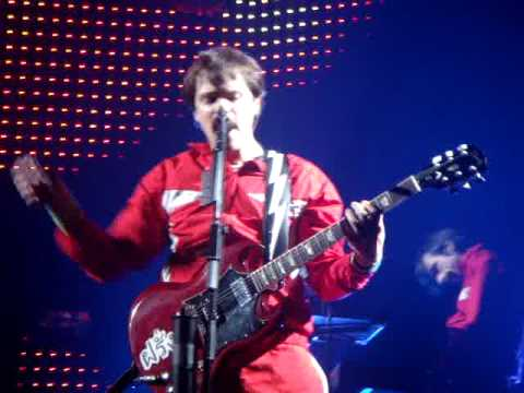 weezer--the-greatest-man-that-ever-lived-live