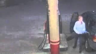 セルフガソリンスタンドでの事故【静電気発火!】 thumbnail