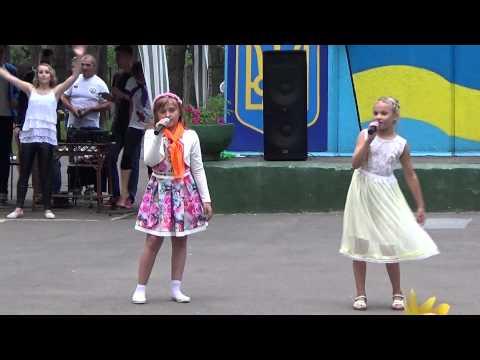 Желаю (Солнце, ярко светит и смеются дети...) - Алена и Оля/Звездный-2015