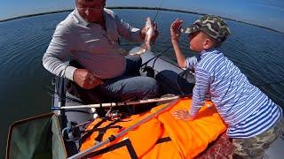 Рыбалка на карася с лодки Хороший улов Часть вторая