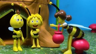 Maya the Bee Toys house! Maya the Bee Hive with Maya, Willy, Flip, The Queen and Miss Cassandra