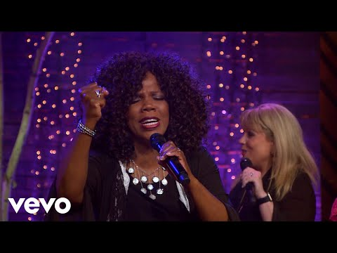 Lynda Randle - Hold To God's Unchanging Hand (Live)