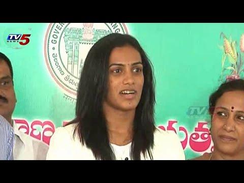 Badminton Player PV Sindhu Met with KCR : TV5 News
