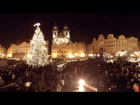 360 video: Christmas Atmosphere at Old Town Square, Prague, Czech Republic