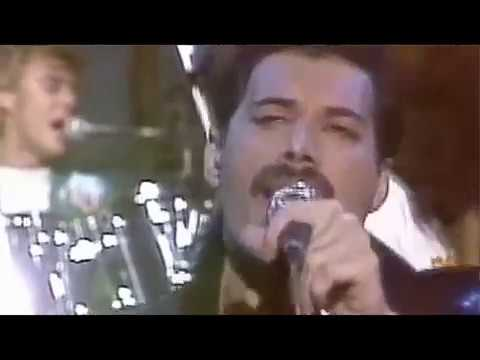 Queen-performs-Under-Pressure-at-Saturday-Night-Live-Sept-25-1982