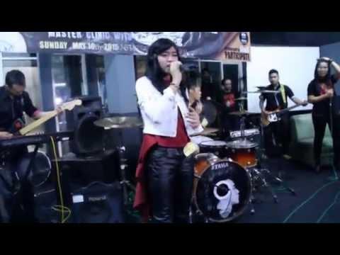 Dewi Retno Suari  Feat Ikmal Tobing TRIAD (Bring me to life)