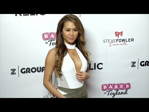 Kathryn Le 2018 Babes in Toyland Pet Edition Red Carpet