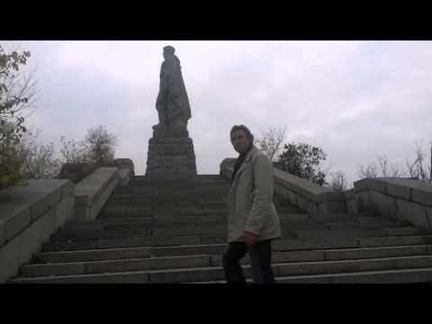 Памятник солдату Алёша в Пловдиве Р.Рождественский читает С.Светлов