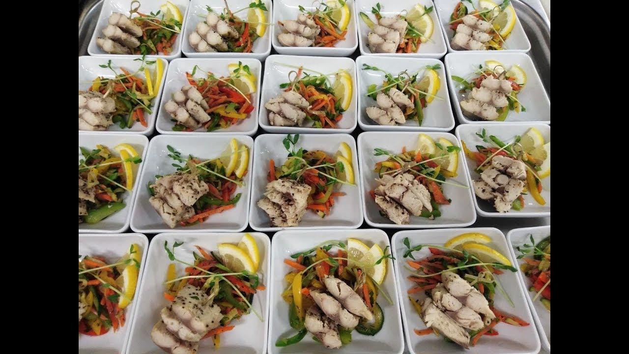 98. Catering: így készülnek az ételek a repülőjáratokra (1. rész)