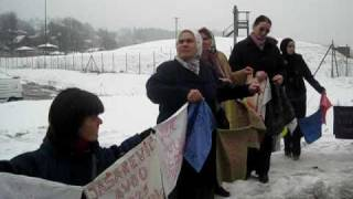 Video Tuzlarije.net 11.02.2010.g Mirni protest žena Srebrenice download MP3, 3GP, MP4, WEBM, AVI, FLV Oktober 2018