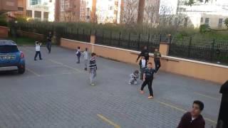Jeremain Lens Mahallede Çocuklarla Maç Yapıyor