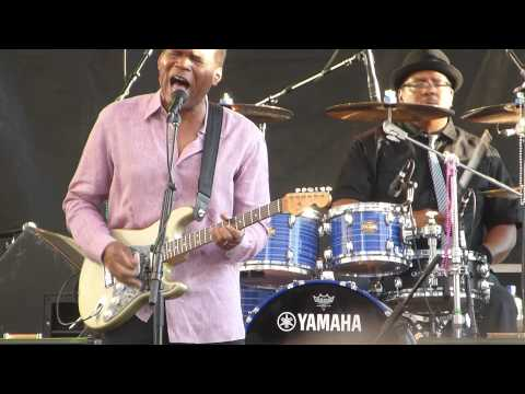"Robert Cray Band - ""Right Next Door (Because Of Me)"" - 7/17/14"