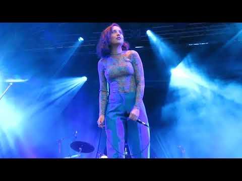 ALICE MERTON - HOLES   AUX PLEINS FEUX FESTIVAL 2018 DE BONNEVILLE