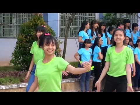 Lớp 11V2 Trường THPT Chuyên Bình Long 2015