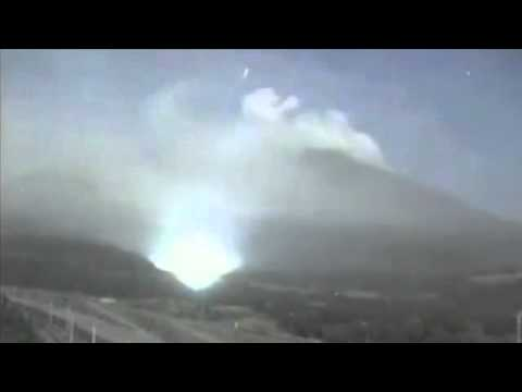 Earthquake Lights!?  UFO FLEET!?! . - Sakurajima Volcano, Japan