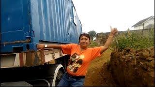 supir truk trailer yang bikin heboh