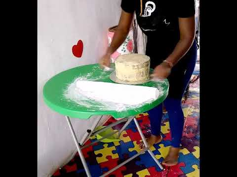 Download How to cover your cake with Nigerian fondant.