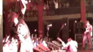Weezer - Surf wax america 2 (20000905-milwaukeeSurfWaxCraziness.mpg)