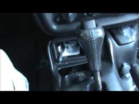 porque se traba la palanca de velocidades automatica?