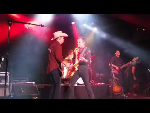 Kiefer Sutherland Band performs Tom Petty