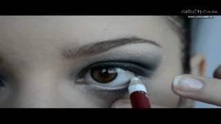 Серый smoky-eyes макияж для блондинок
