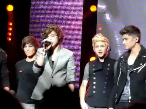 One Direction  Chasing Cars  in Dublin 22022011!
