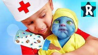 Рома играет с необычной Куклой Реборн / Roma Pretend Play with unusual Baby Doll