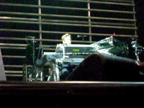 Maroon 5 - Jesse Carmichael singing The Beatles