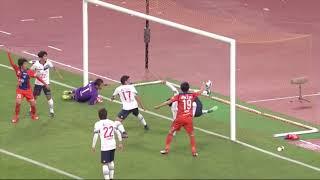 CKのチャンスからゴール前で混戦が生まれると、最後は矢野 貴章(新潟)...