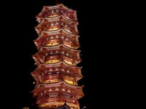 Kvällstur med båt runt Guilin City.