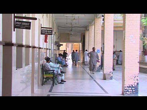 Pakistan lawyers boycott courts after suicide blast