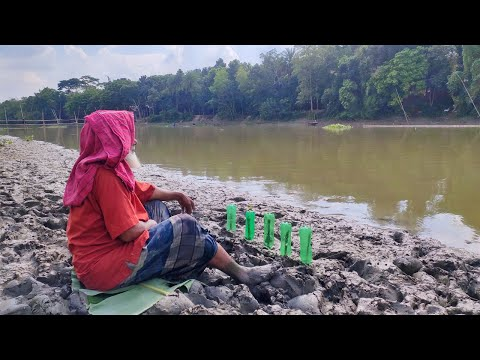 Very Rare Traditional Fishing Video | Old Man Hunting Catfish Using Plastic Bottle From The River